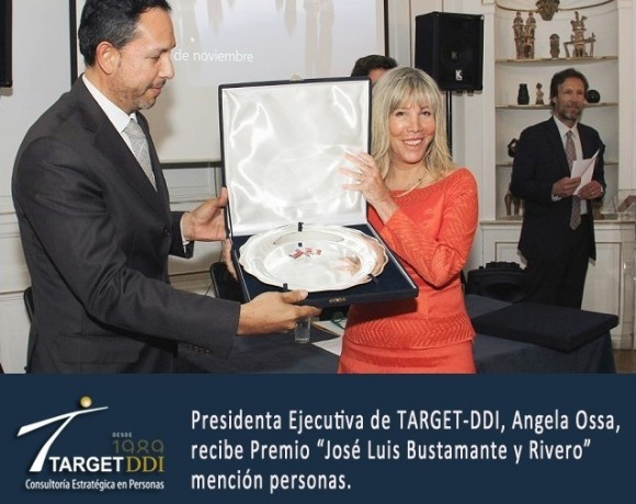 Angela Ossa M. recibe Premio de la Cámara Chileno-Peruana de Comercio